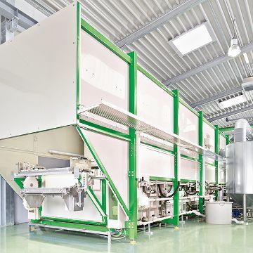 Beizanlage für dekorative Fahrzeugkomponenten aus Aluminium